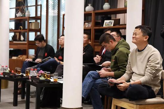 145名创业者齐聚湖畔大学 马云:创业者最大竞争对手是未来