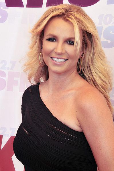 398px-Britney_Spears_2013.jpg