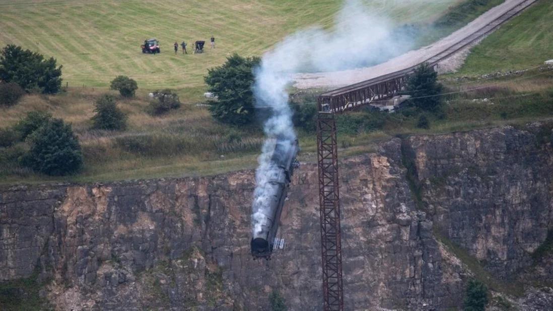 《碟中谍7》某拍摄镜头泄露 蒸汽火车脱轨坠毁