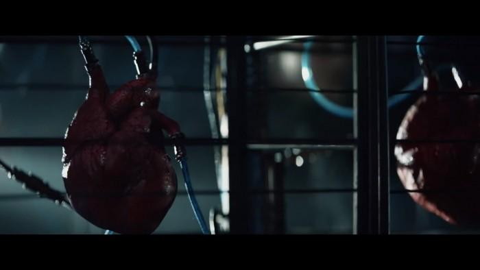 情人节索尼再发奇葩广告 PS4从人类心脏吸收养分