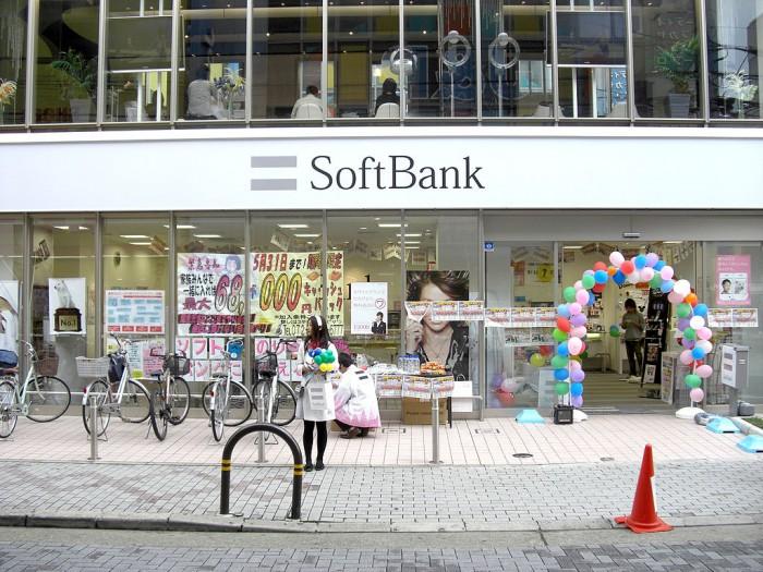 1024px-SoftBank_Hankyu-Ibaraki.JPG