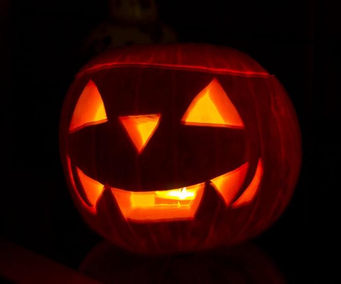 721px-Halloween_Jack-o'-lantern.jpg