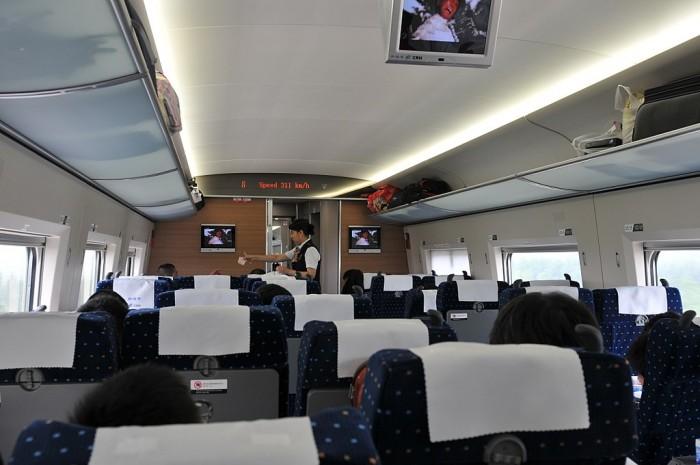 1024px-京沪高铁上_Beijing-Shanghai_high-speed_rail_China_Xinjiang_Urumqi_W_-_panoramio.jpg