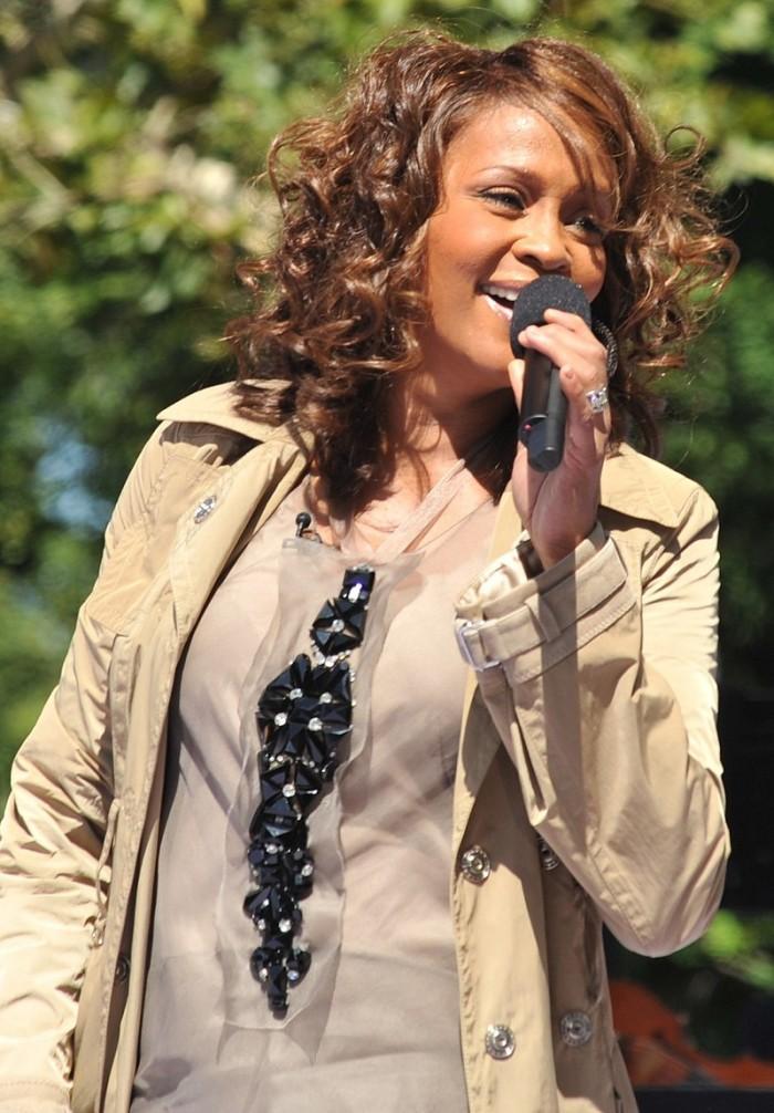 800px-Flickr_Whitney_Houston_performing_on_GMA_2009_4.jpg