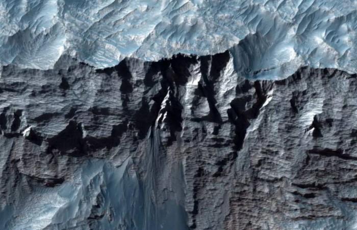 mars-canyon-2-1244x800.jpg