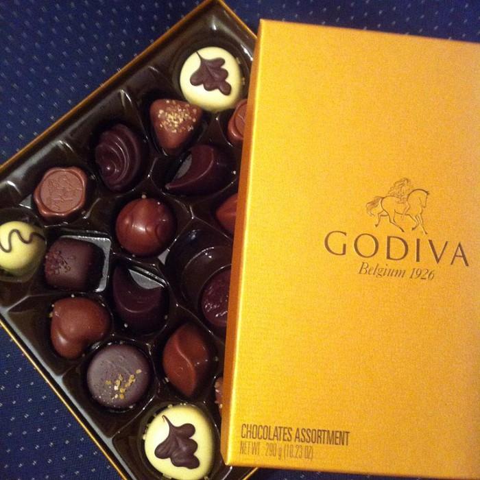 768px-Godiva_belgian_chocolate_golden_box_24.JPG
