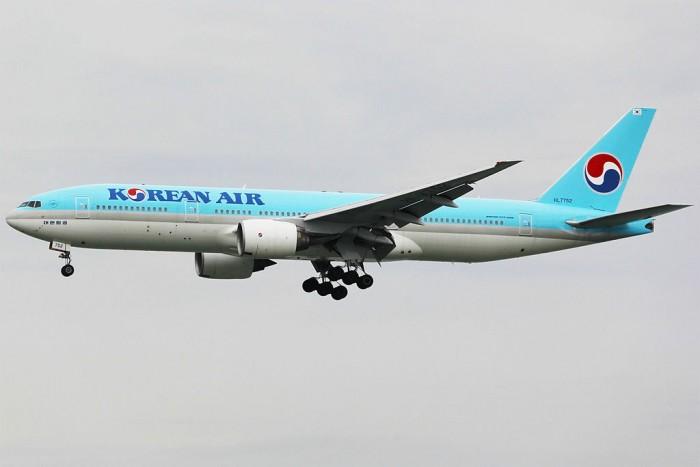 1024px-Korean_Air_Boeing_777-2B5ER_HL7752.jpg