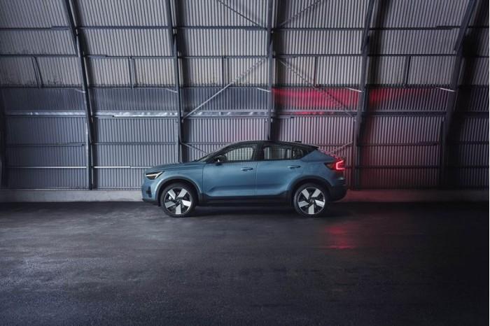 01_Volvo_C40Recharge_profile.jpg