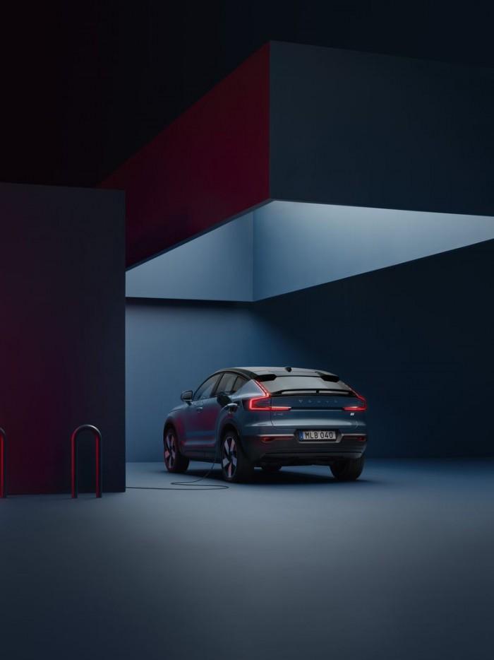 07_Volvo_C40Recharge_studio_charging_rear.jpg