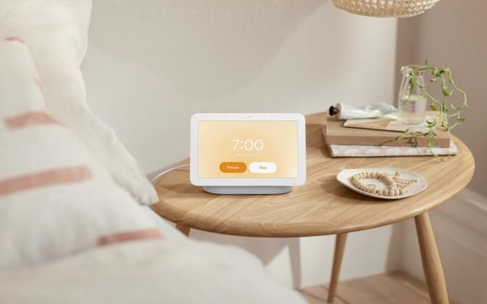 Nest-Hub_Lifestyle_Nightstand-Sunrise-Alarm.jpg