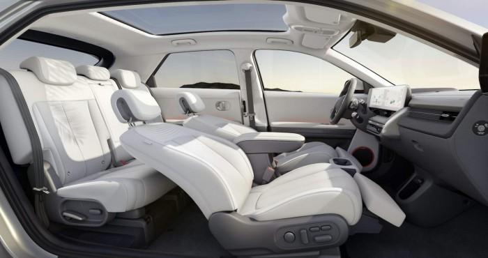 45012-HyundaiIONIQ5RedefinesElectricMobilityLifestyle.jpg