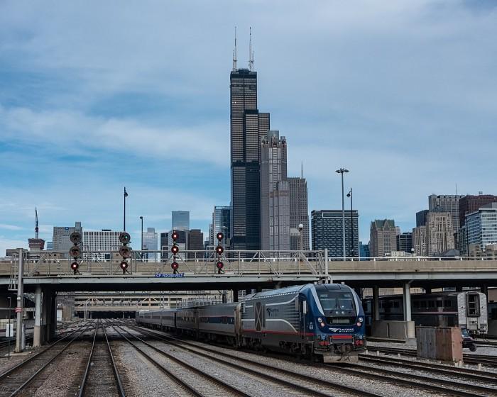 1024px-Blue_Water_and_Chicago_skyline,_November_2020.jpg