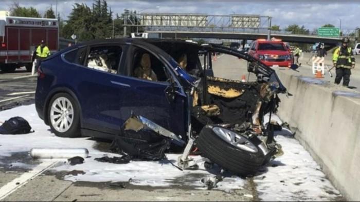 Self driving Tesla.jpg
