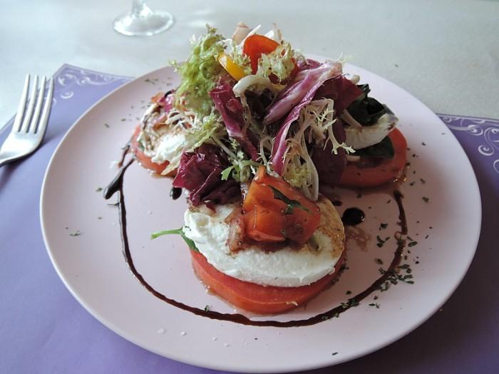 Mozzarella_cheese_and_tomato_salad_2.jpg