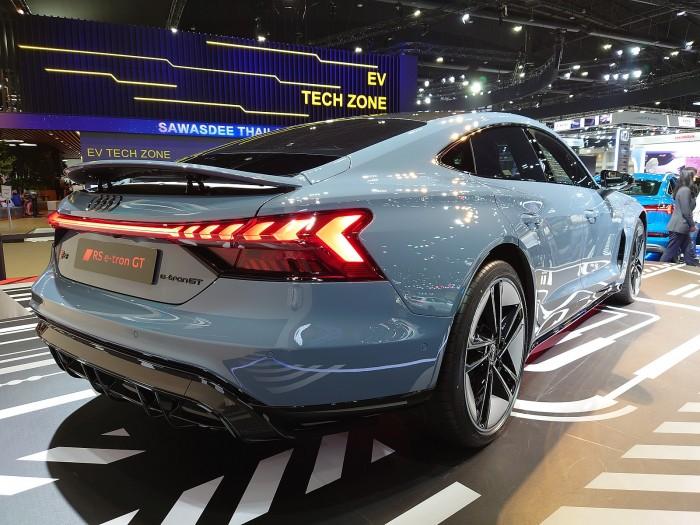 Audi_RS_e-tron_GT_quattro_(rear_view).jpg