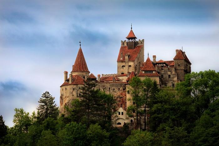 1600px-Castelul_Bran2.jpg