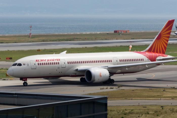 Air_India,_B787-8_Dreamliner,_VT-ANR_(18448395231).jpg