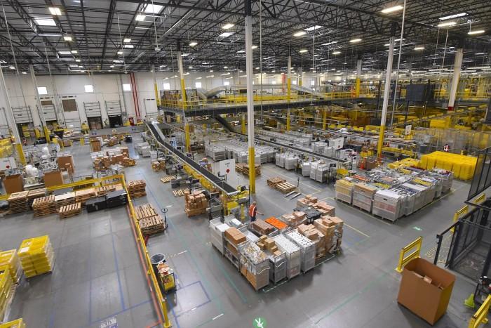 Larry_Hogan_tours_Amazon_warehouse_in_Maryland_(36906693900).jpg