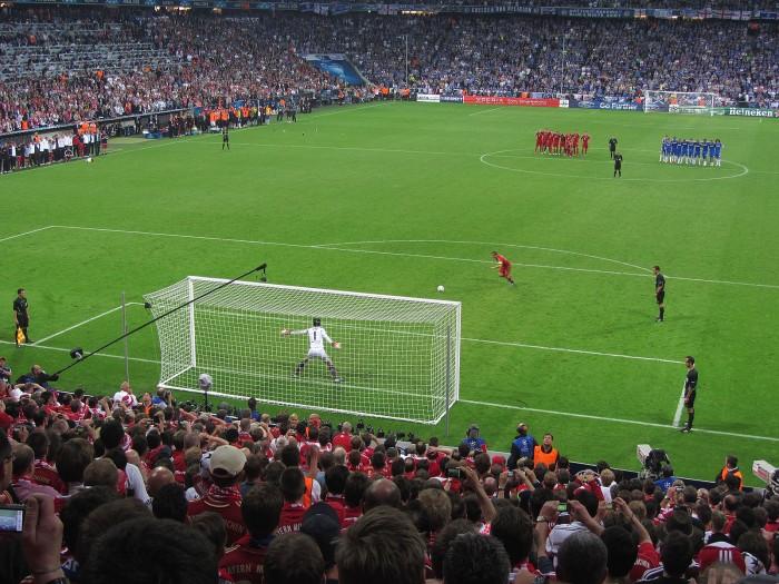 Penalty_kick_Lahm_Cech_Champions_League_Final_2012.jpg