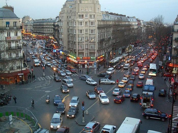 Circulation_Dingue_(Parisian_Traffic),_Place_De_Roubaix,_Gare_Du_Nord,_Paris,_25_mar_2005_-_panoramio.jpg