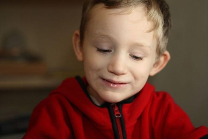 800px-Boy_with_Autism.jpg