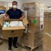 施瓦辛格捐赠5万个口罩:亲力亲为送至医院派发