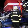 捷克一宝马3系充电时自燃:消防人员神操作 火烧秒变水泡车