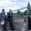 《007:无暇赴死》曝新剧照:邦德和M相谈甚欢