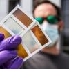 美科学家研发新型变色玻璃  加热后可变成太阳能电池