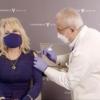 美传奇乡村音乐歌手多莉·帕顿注射第一剂新冠疫苗