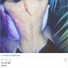 """全球首富马斯克女友晒后背纹身:""""外星疤痕""""感受下"""