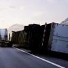 智能防翻转系统问世 可在车祸时抛弃拖车以拯救卡车司机