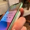 [动图]请购买Apple Care:使用MagSafe外接电池后iPhone有摔机风险